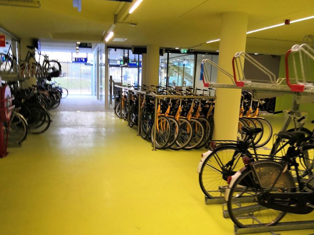 Паркинг за велосипеди в Амстердам, на станция RAI.