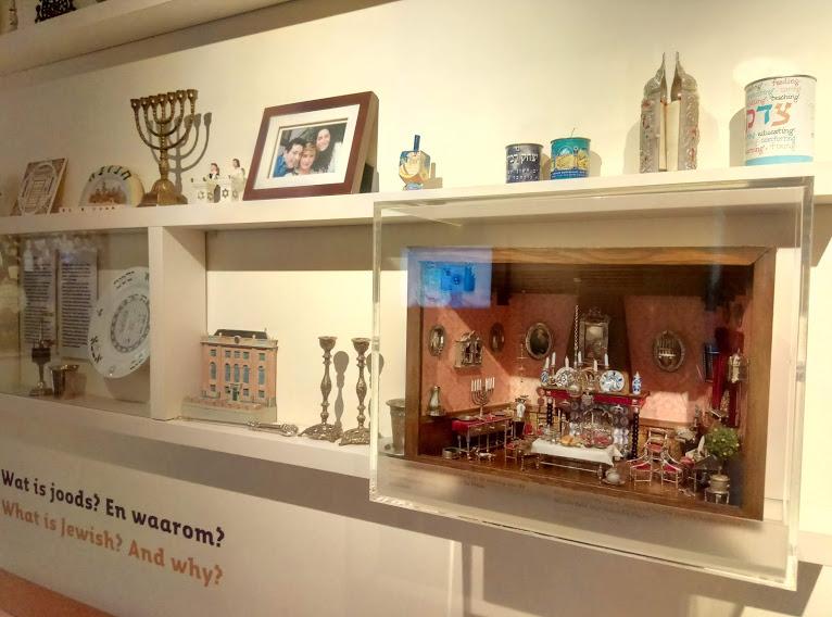 """Част от """"всекидневната"""" в Детския музей (Kindermuseum), който е част от Еврейския културен квартал (Joods Cultureel Kwartier) на Амстердам, Нидерландия."""