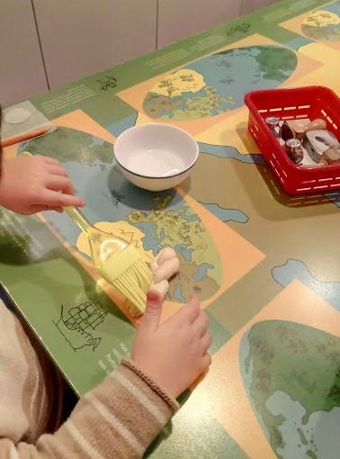 Децата могат сами да си направят хала. Детски музей, гр. Амстердам, Нидерландия.