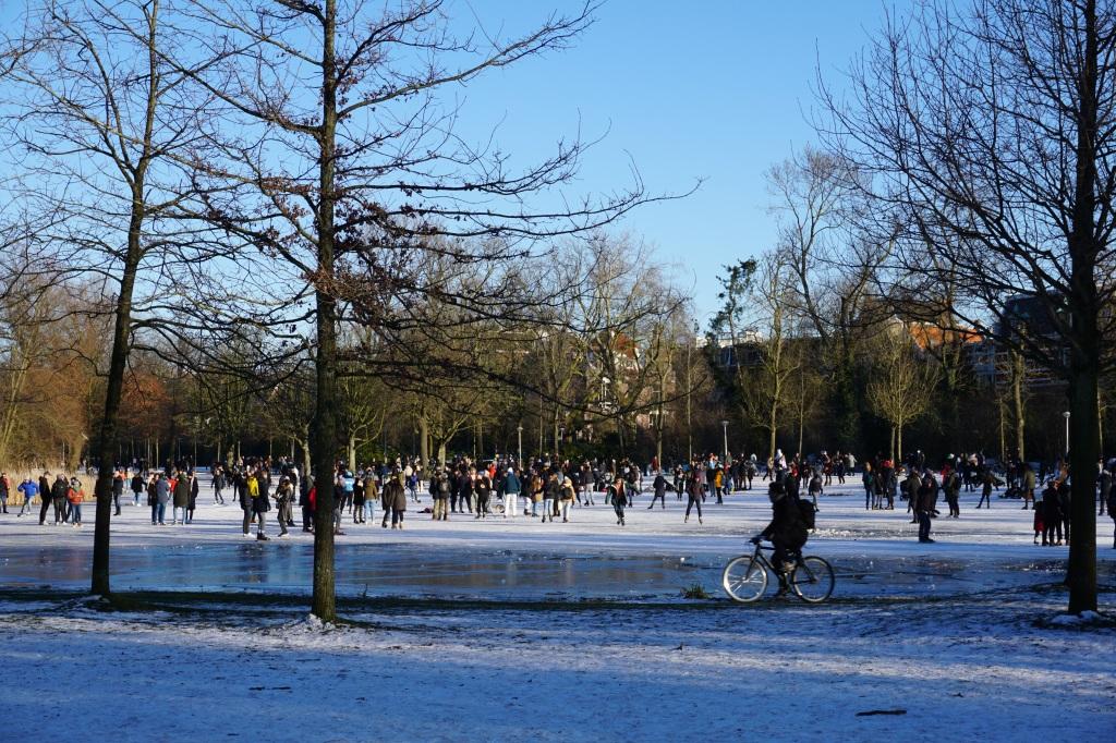 Кънкьори във Vondelpark, Amsterdam