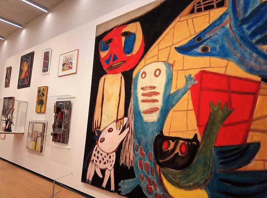 Картината вдясно е на Karel Appel - един от основателите на авангардното течение COBRA.