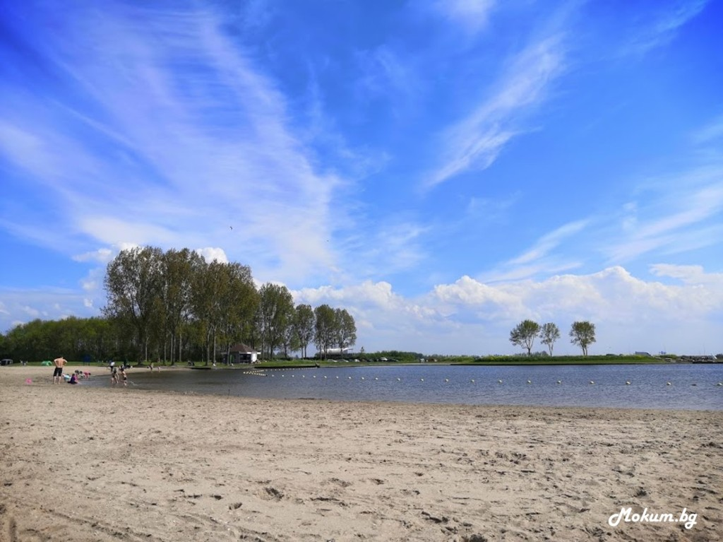 Плажа на езерцето Ouderkerkerplas, при Ouderkerk aan de Amstel. Холандия