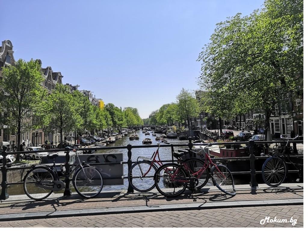 Лодки по Prinsengracht, Amsterdam.